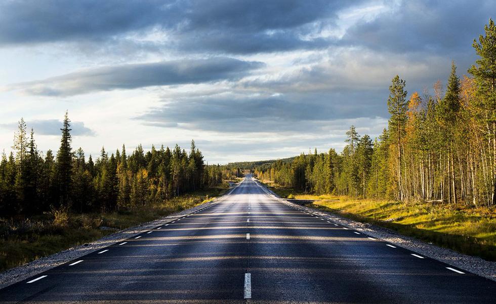 Väg genom den svenska landsbygden